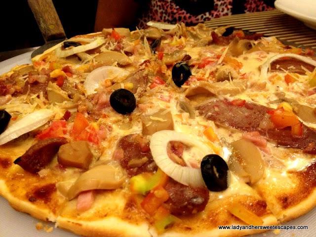 Afrique's Special Pizza