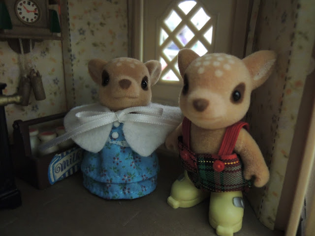 Sylvanian Families Willow Hall Moss Reindeer brother sister