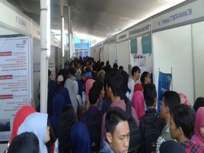 Job Fair Pemerintah Kota Surabaya 2015