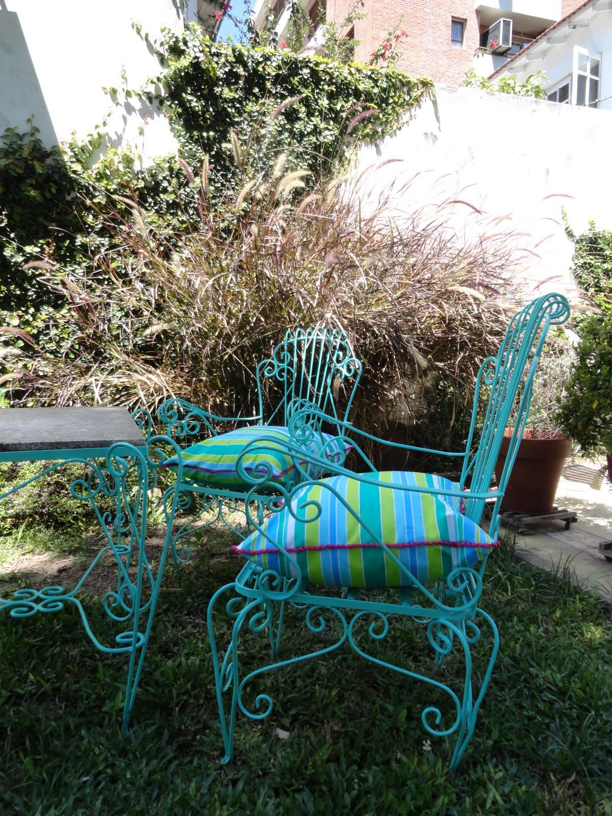 Decorando sillones de jardin almohadones hechos por for Sillones de jardin