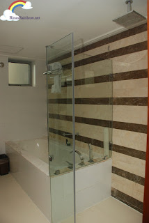 Discovery Suite Ortigas bathroom