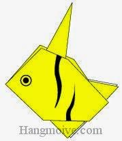 Bước 16: Vẽ mắt, vân để hoàn thành cách xếp con cá thù lù, cá cảnh bằng giấy theo phong cách origami.