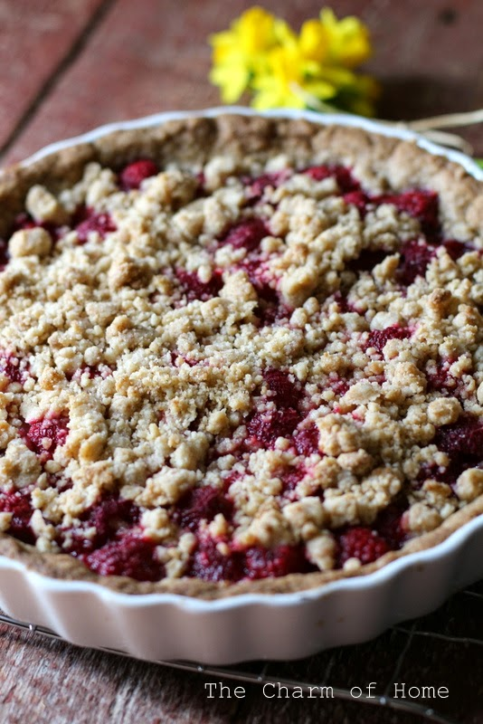 Raspberry Crumble Tart: the Charm of Home