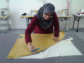 kelas jahitan shawl basic halfmoon shawl dan beads pada halfmoon shawl