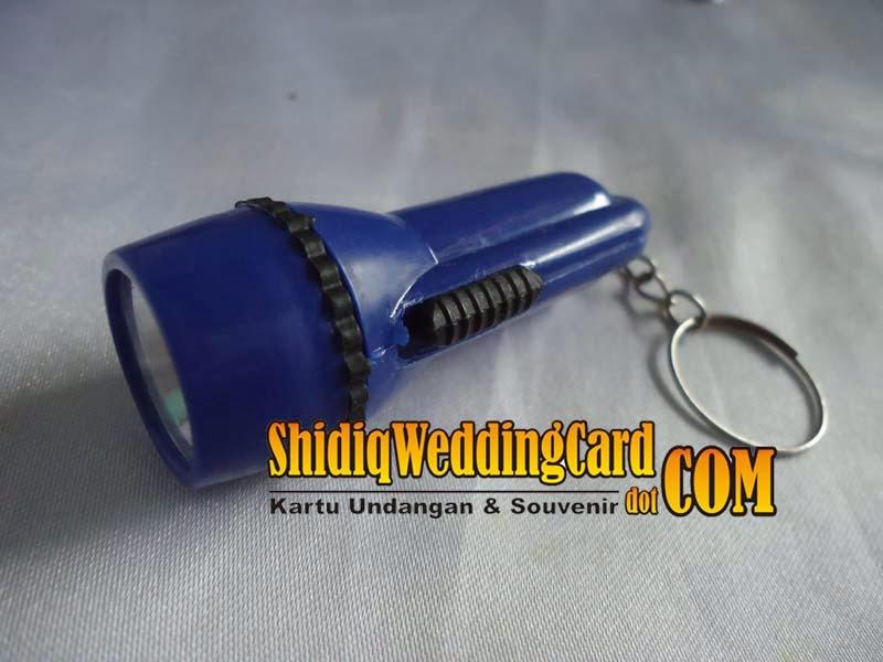 http://www.shidiqweddingcard.com/2014/02/souvenir-gantungan-kunci-senter.html