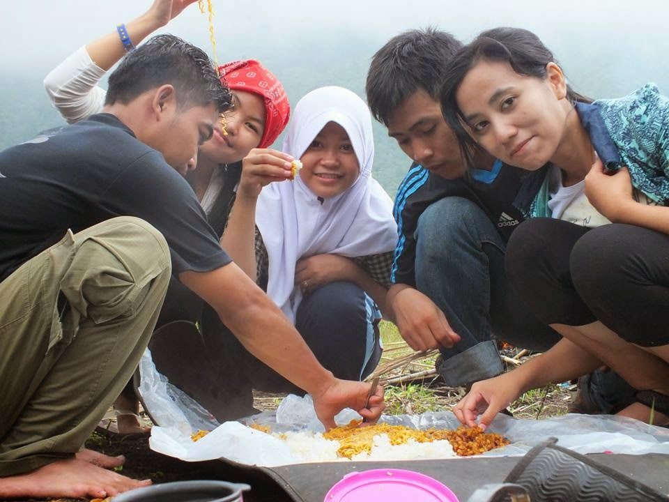 Makan Bersama Di Gunung Galunggung