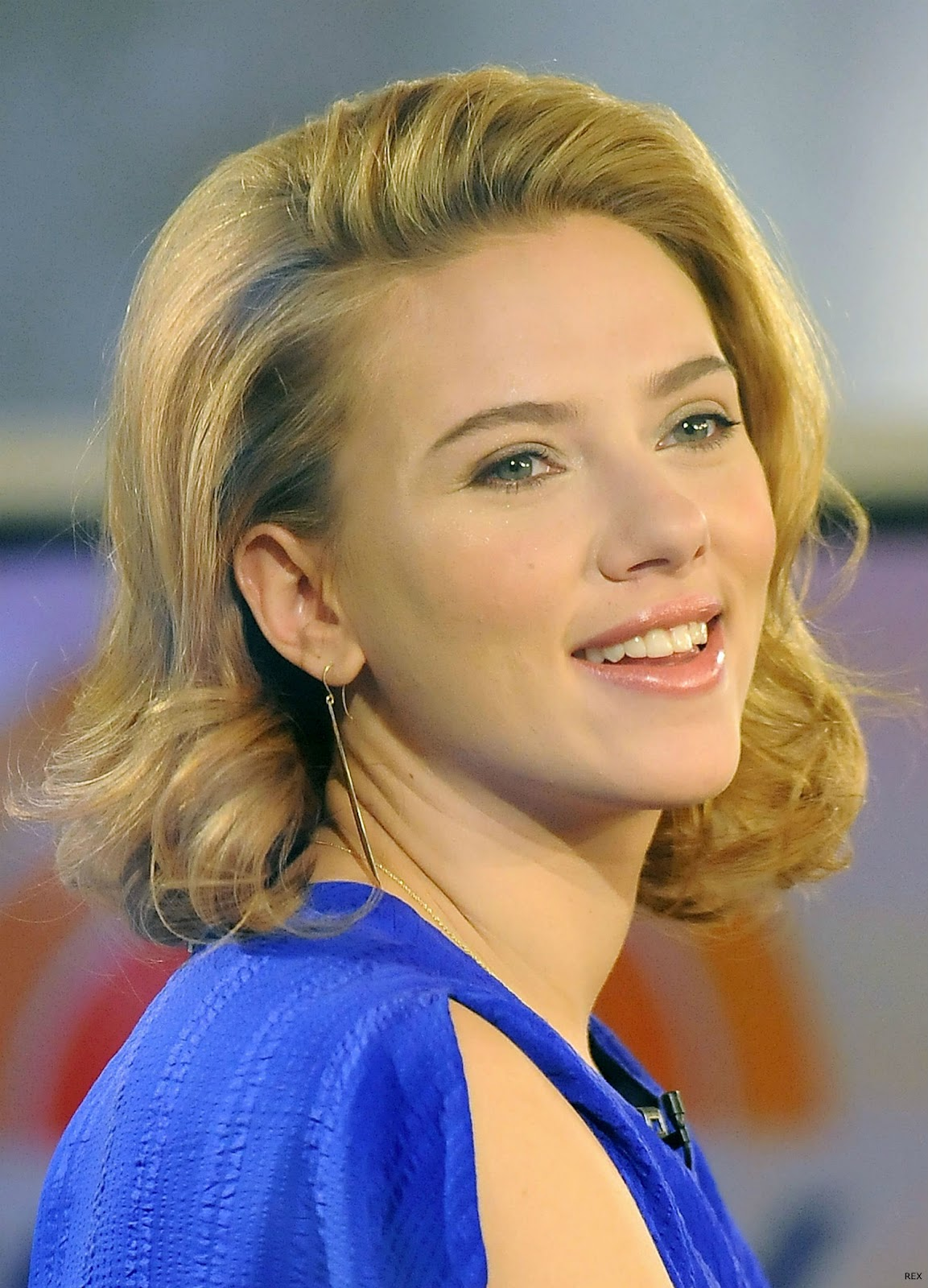 http://1.bp.blogspot.com/-MNJ8B7BUa4s/T_elJCvU_nI/AAAAAAAACUE/mULD1hPIlOc/s1600/Scarlett-Johansson-Hair-Up.jpg