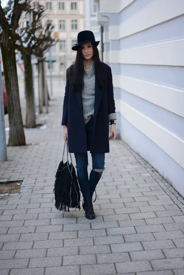 LAMOURDEJULIETTE_HAT_OUTFIT_STELLA_MCCARTNEY_FRINGE_BAG_ACNE_PISTOL_TeRLuTTeR_BOOTS_WINTER_OUTFIT_001