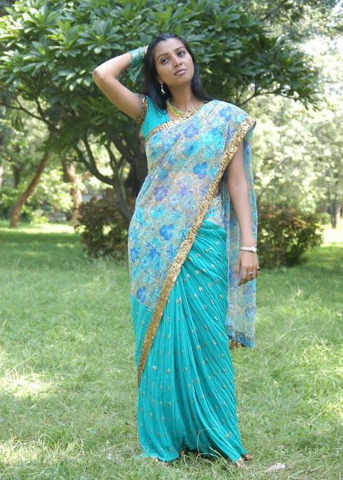 manjulika in saree photo gallery
