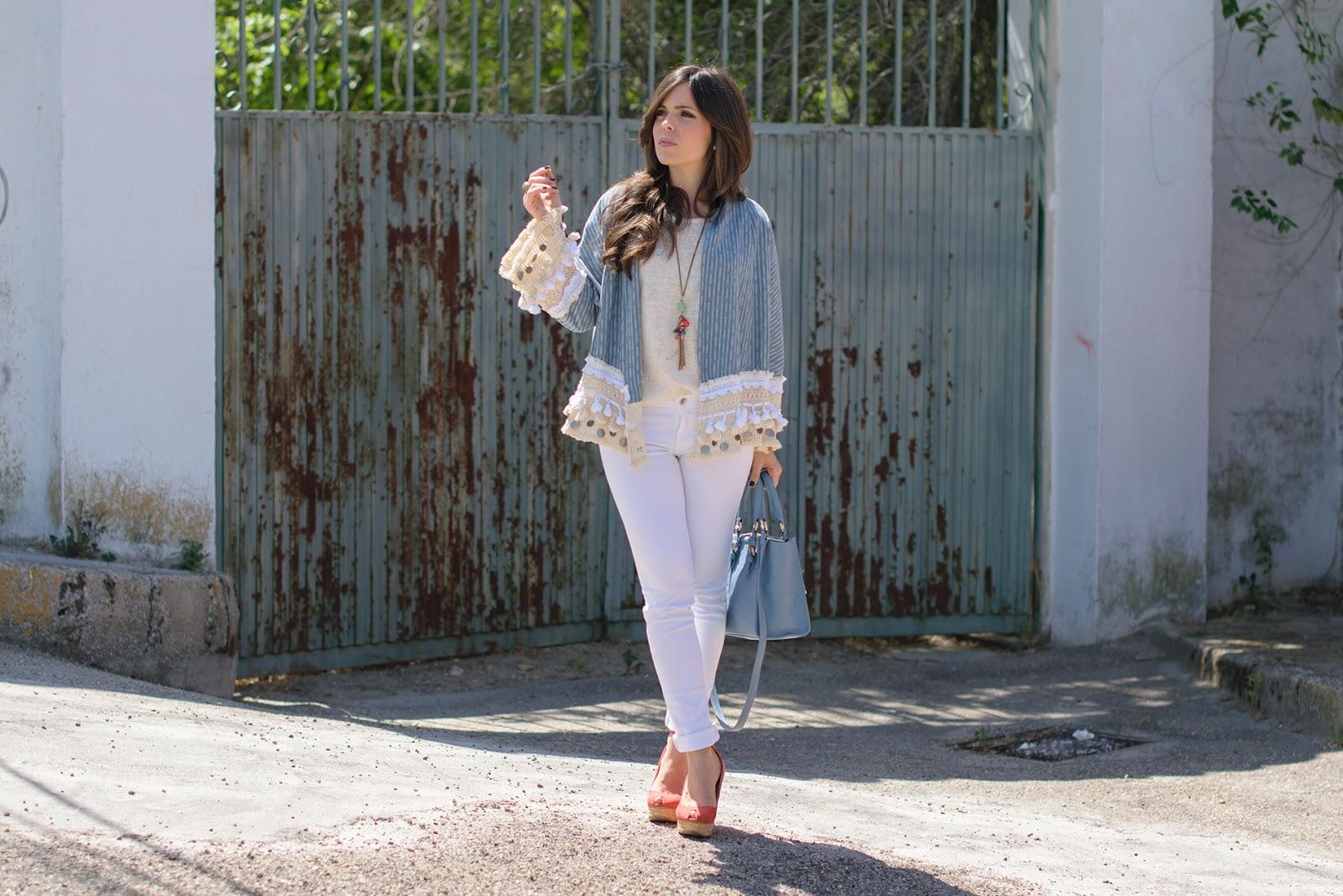 Look Boho con kimono azul bebe de Zara