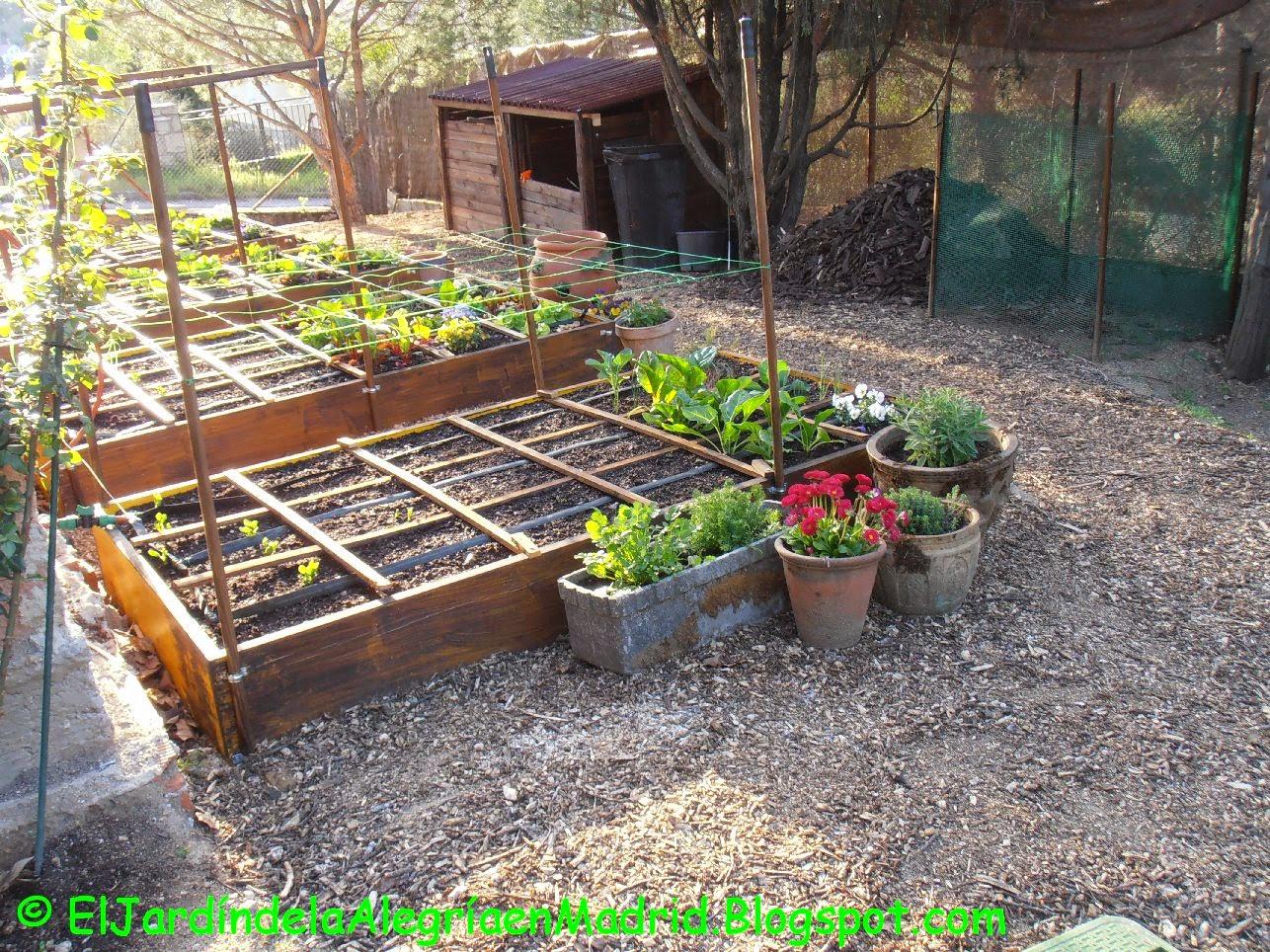 El jard n de la alegr a acolchado de madera triturada - Huerto y jardin ...