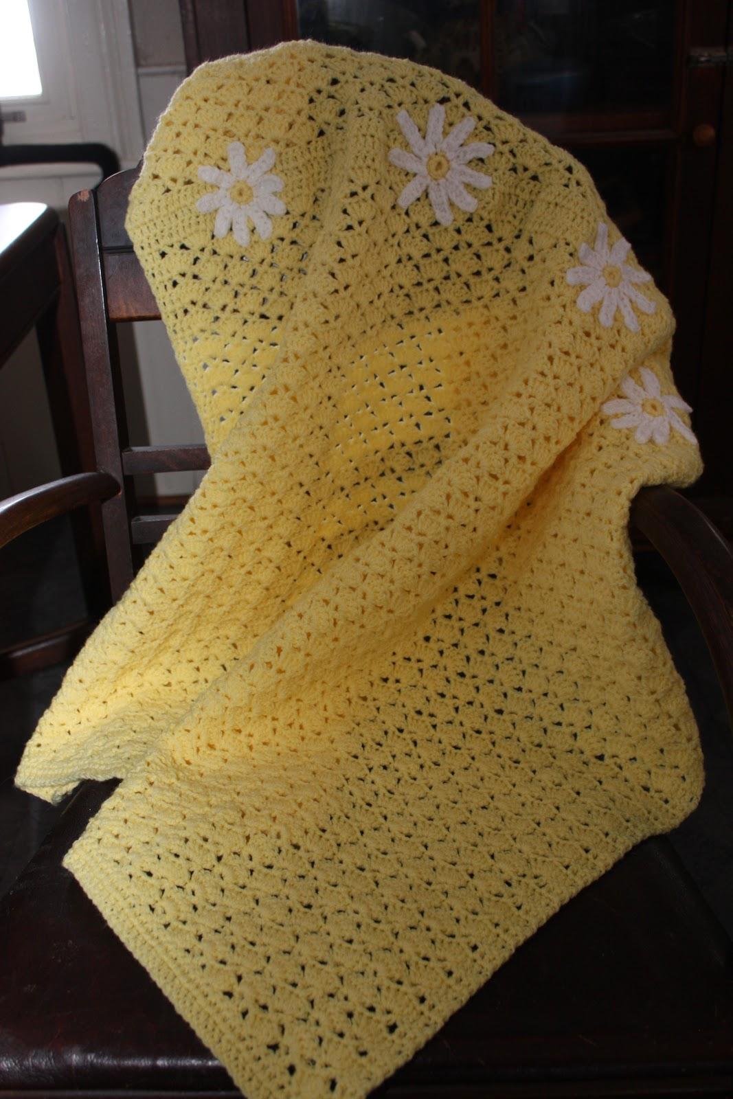 Free Crochet Pattern For Daisy Blanket : Chasing Chickens: Free Crochet Pattern - Daisy Baby-ghan