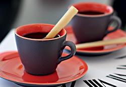 Nda melhor para reunior amigas do que uma xicara de café à tarde,pode ser em casa ou no shoping,ape