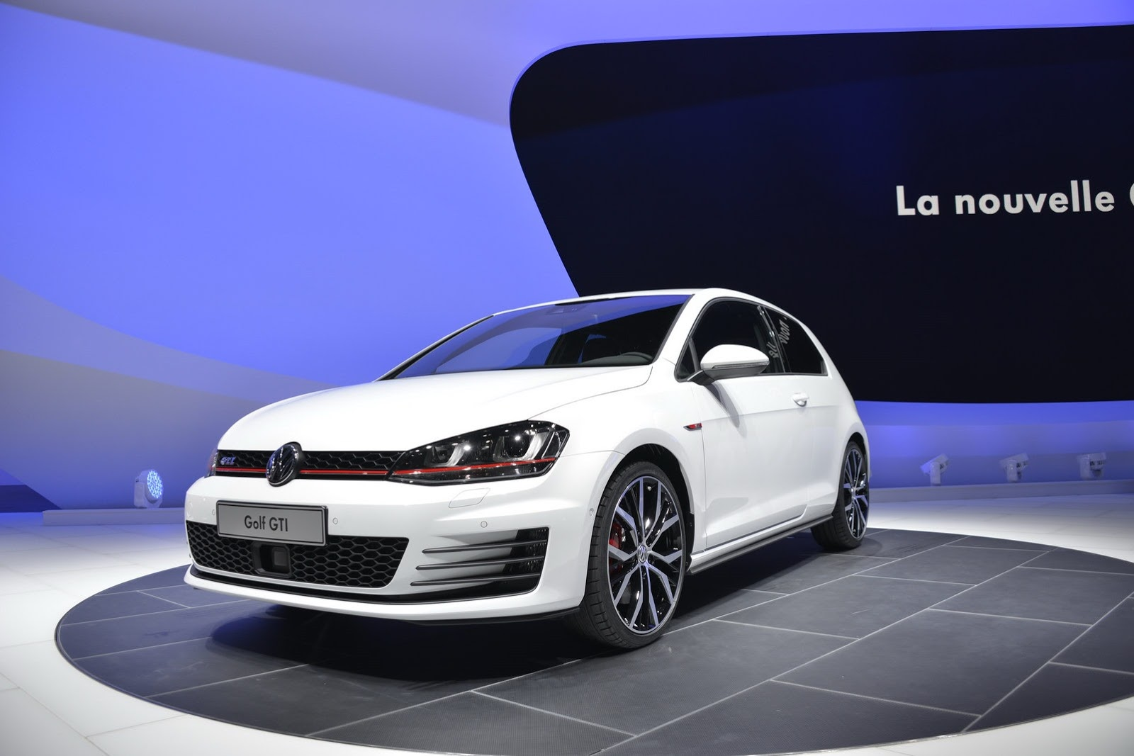 first live pictures of production golf 7 gti. Black Bedroom Furniture Sets. Home Design Ideas