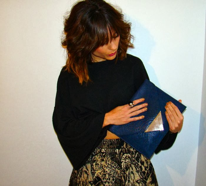 ANILLO, FALDA, TOP CROP, CLUTCH AZUL
