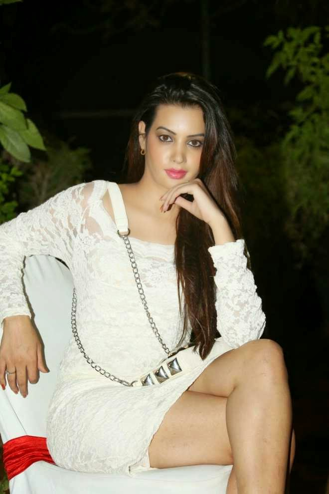 Diksha Panth Latest Hot Thigh Show Photo