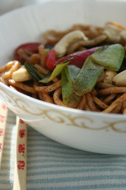 Makaron chiński z warzywami stir-fry