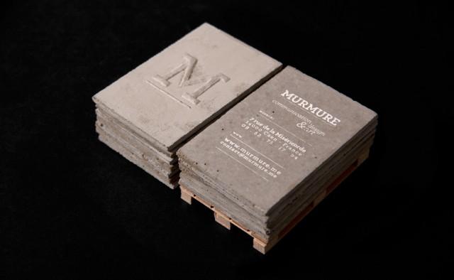 Cartão de visita feito de concreto