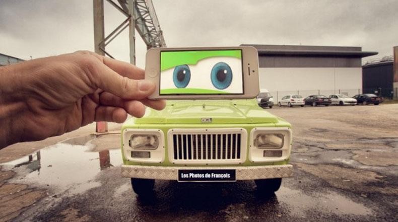 Escenas de película y televisión en un iPhone mostradas en frente de perfectos fondos de la vida real