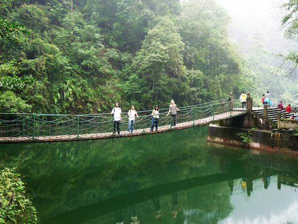 puente colgante en Monte Emei-Shan