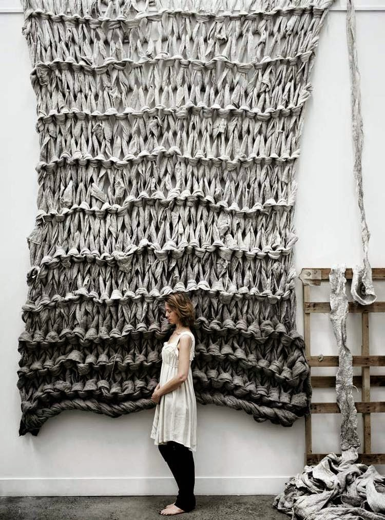 Knitting Artists : Selvage huge scale knitting