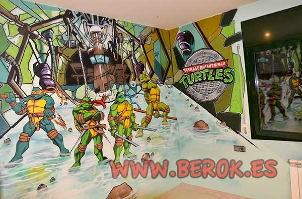 Habitación decorada con murales de las tortugas ninja