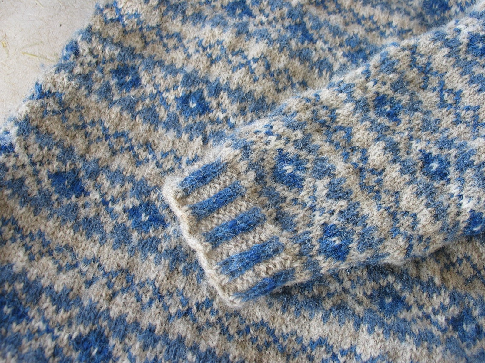 how to cut armholes into knitting