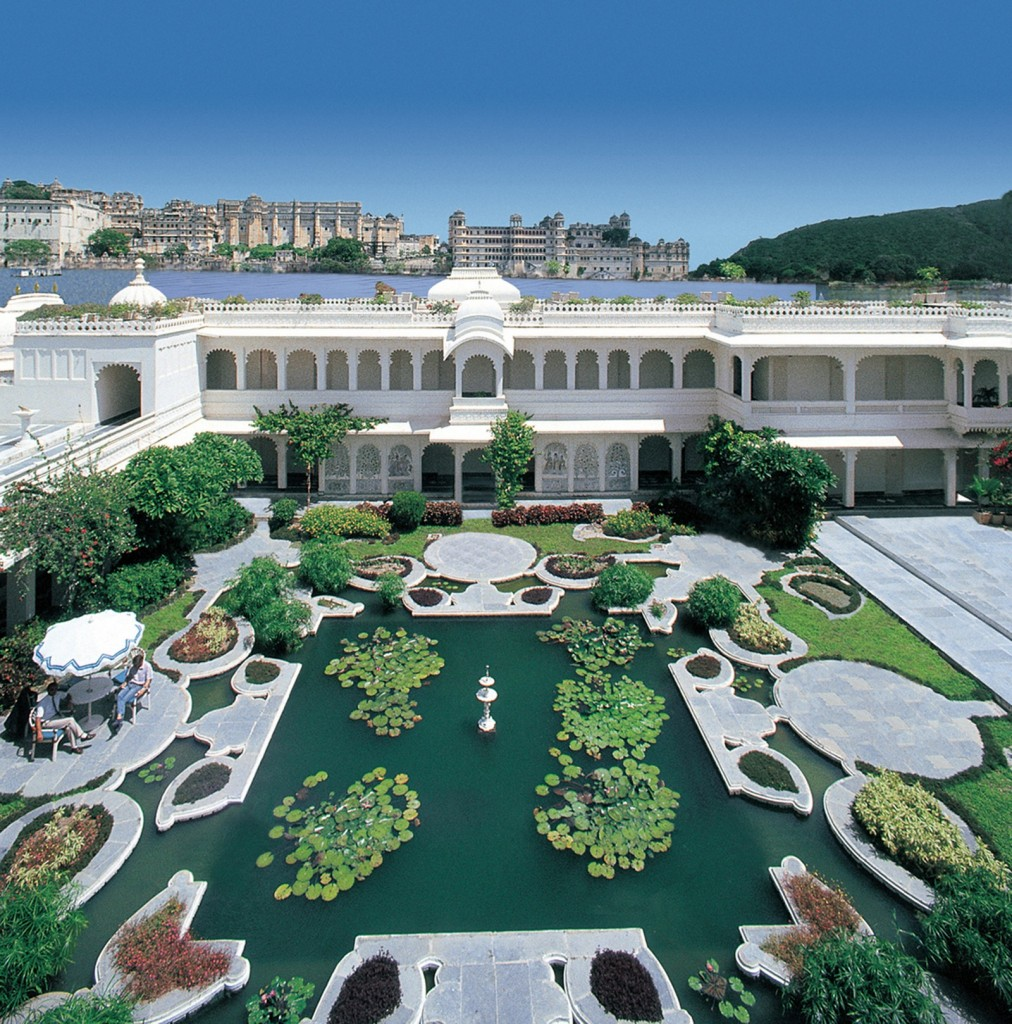 Passion for luxury taj lake palace in udaipur india for Hotel palace