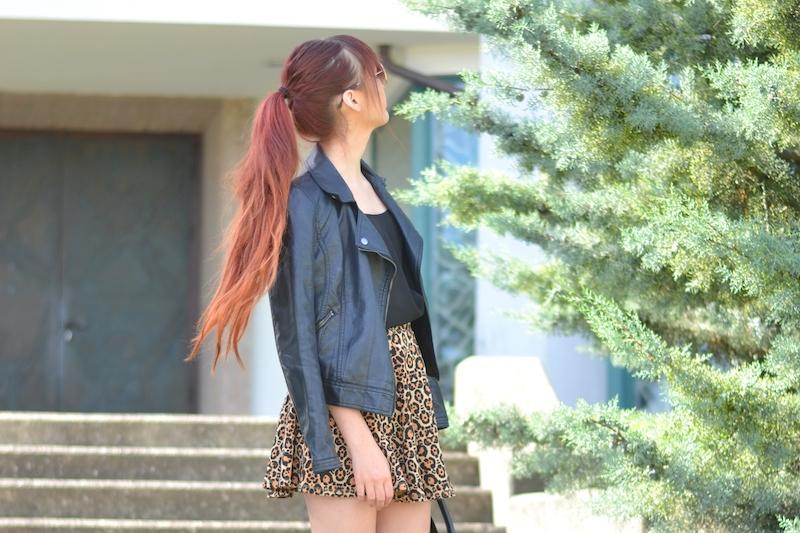 Sommer-Outfit-Leoparden-Rock-rote-Haare-Pferdeschwanz-Sarina