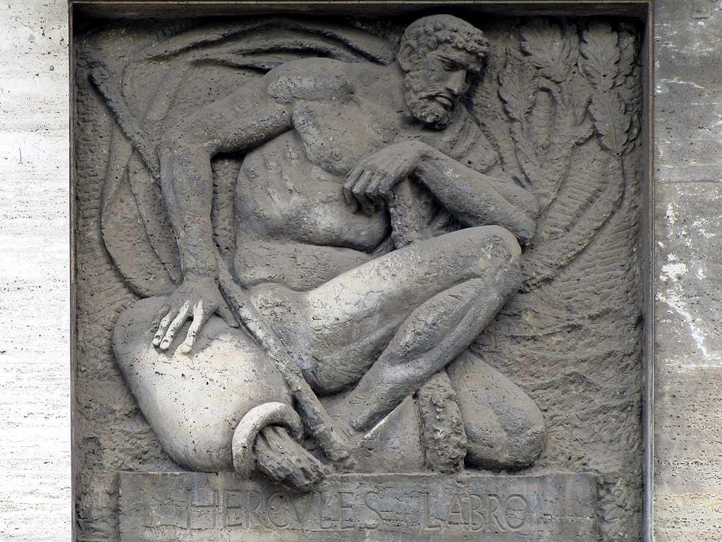 Hercules Labro, bas-relief, piazza Cavour, Livorno