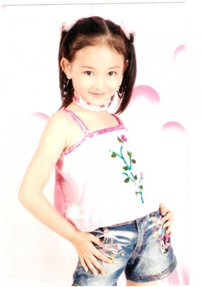 Foto gambar Natasha Wilona waktu kecil.