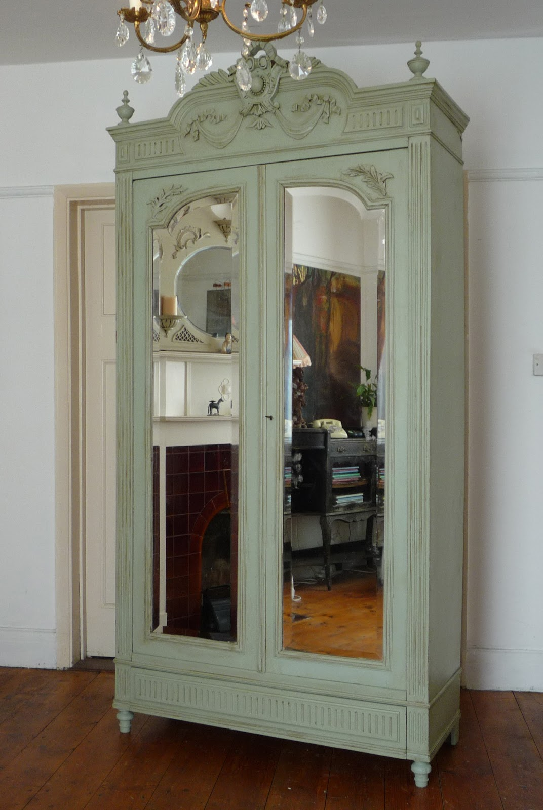 Dazzle vintage furniture french armoires for Armoire salle a manger