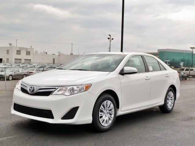 the poor car reviewer 2012 toyota camry le. Black Bedroom Furniture Sets. Home Design Ideas