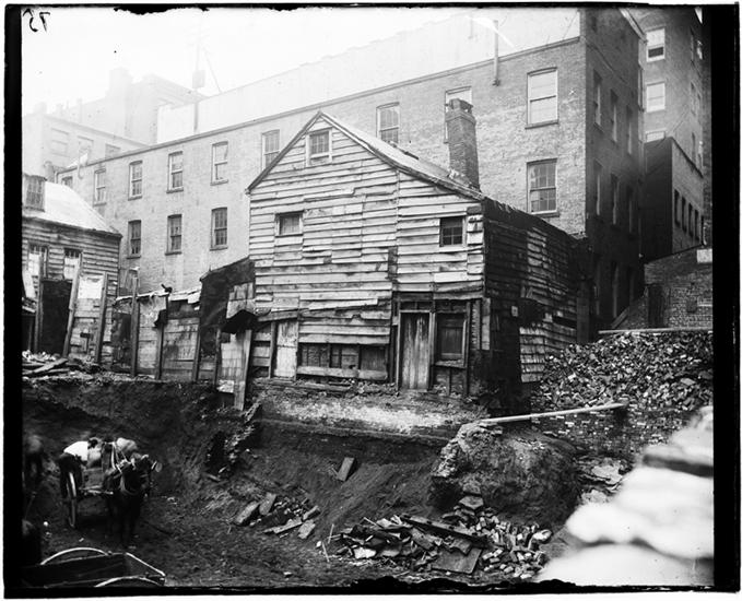 New york history geschichte old house in bleecker for Classic house green street