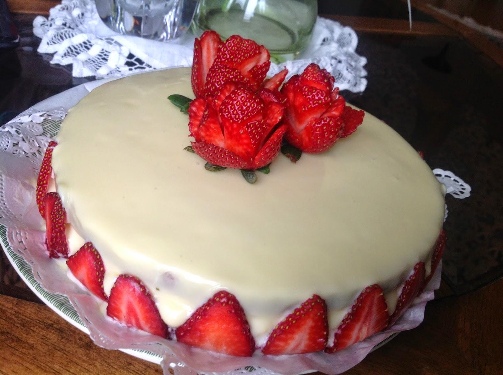 Francesca spalluto torta al cioccolato bianco e fragole for Decorazioni torte con fragole e cioccolato