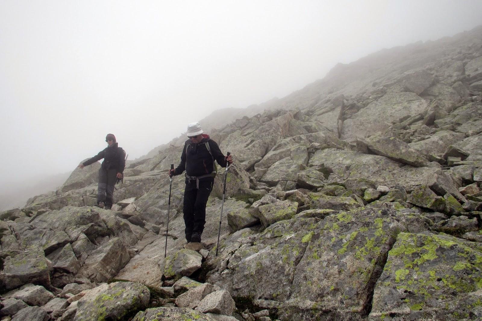 Buscando hitos en la pedrera del Aneto