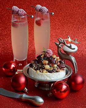 Sugestão para as festas de fim de ano: camembert assado com mel e frutas secas + espumante com suco
