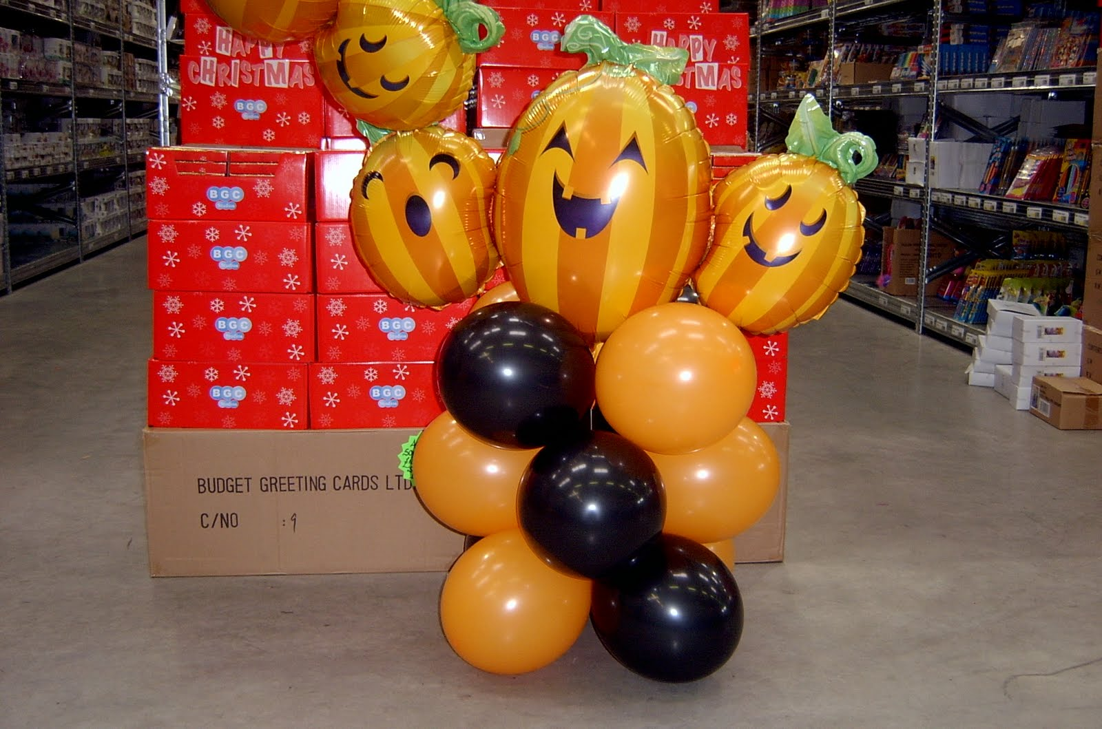 Party balloons 4 you halloween party balloon decorations for Balloon decoration for halloween