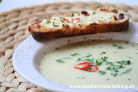 Pastinaken-Creme-Suppe mit Chili-Crostini