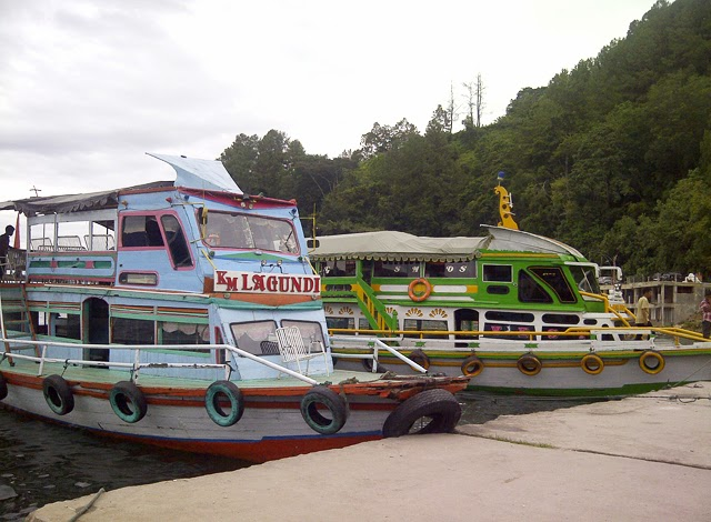 Ferry boats that take people from the pier to Pulau Samosir