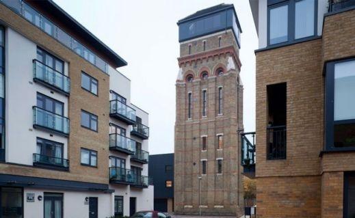 برج مياه قديم يتحول منزل عصري