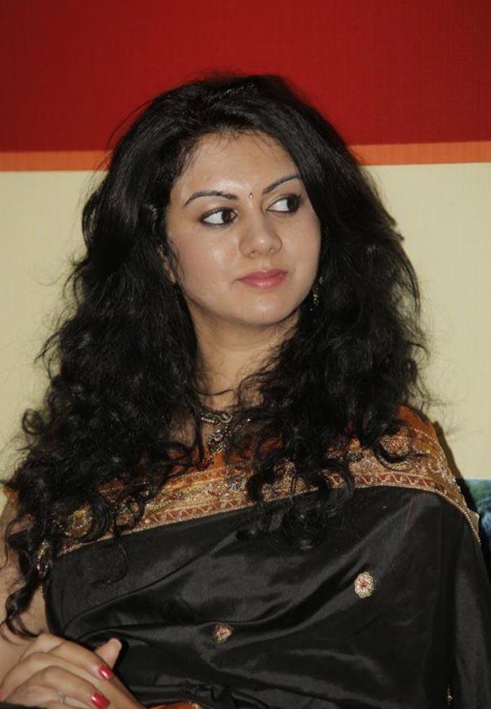 Saree Charmee Saree Stills Charmee Hot Stills In Saree Actress | Short ...
