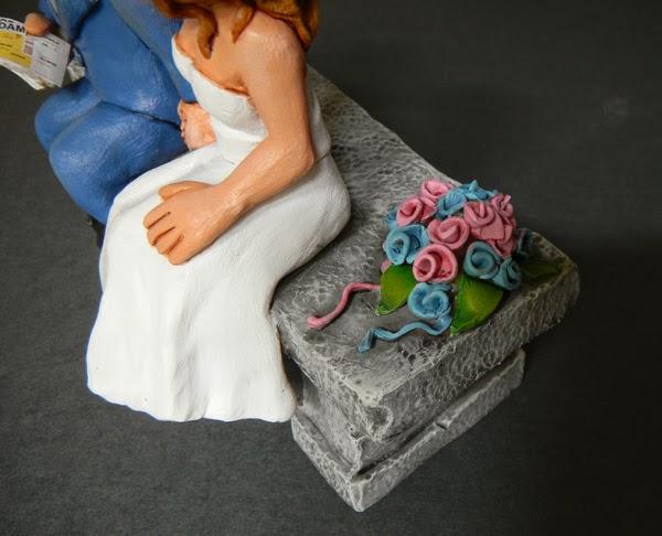 cake topper sposini sulla torta con bouquet particolari orme magiche