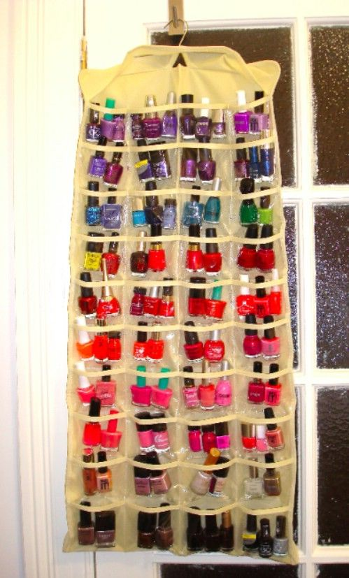 Organiza tus pinta uñas con un organizador de zapatos