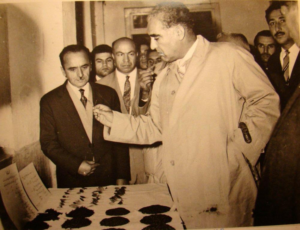 دکتر منوچهر اقبال نخست وزیر در کارخانه نو ، عبدالعلی ارض پیما از عکس های خانم حقیقی