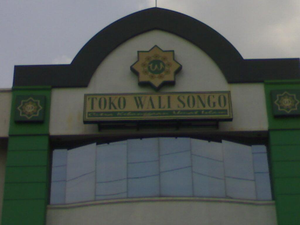 http://1.bp.blogspot.com/-MSztW4SX-W4/UTVNSe-uDLI/AAAAAAAAGoM/OxmInGuIyH8/s1600/Toko+Buku+Wali+Songgo+Senen+(1).jpg