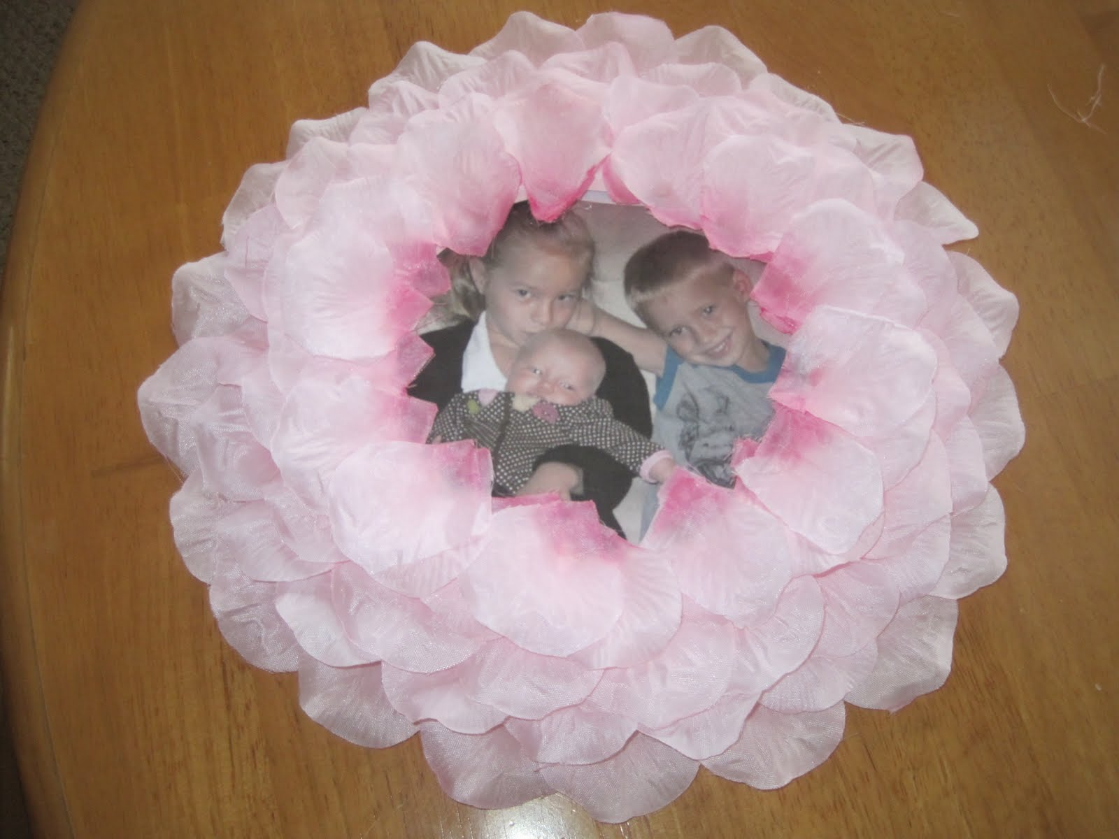 Preschool crafts for kids mothers day paper plate wreath mothers day paper plate wreath picture frame craft jeuxipadfo Gallery
