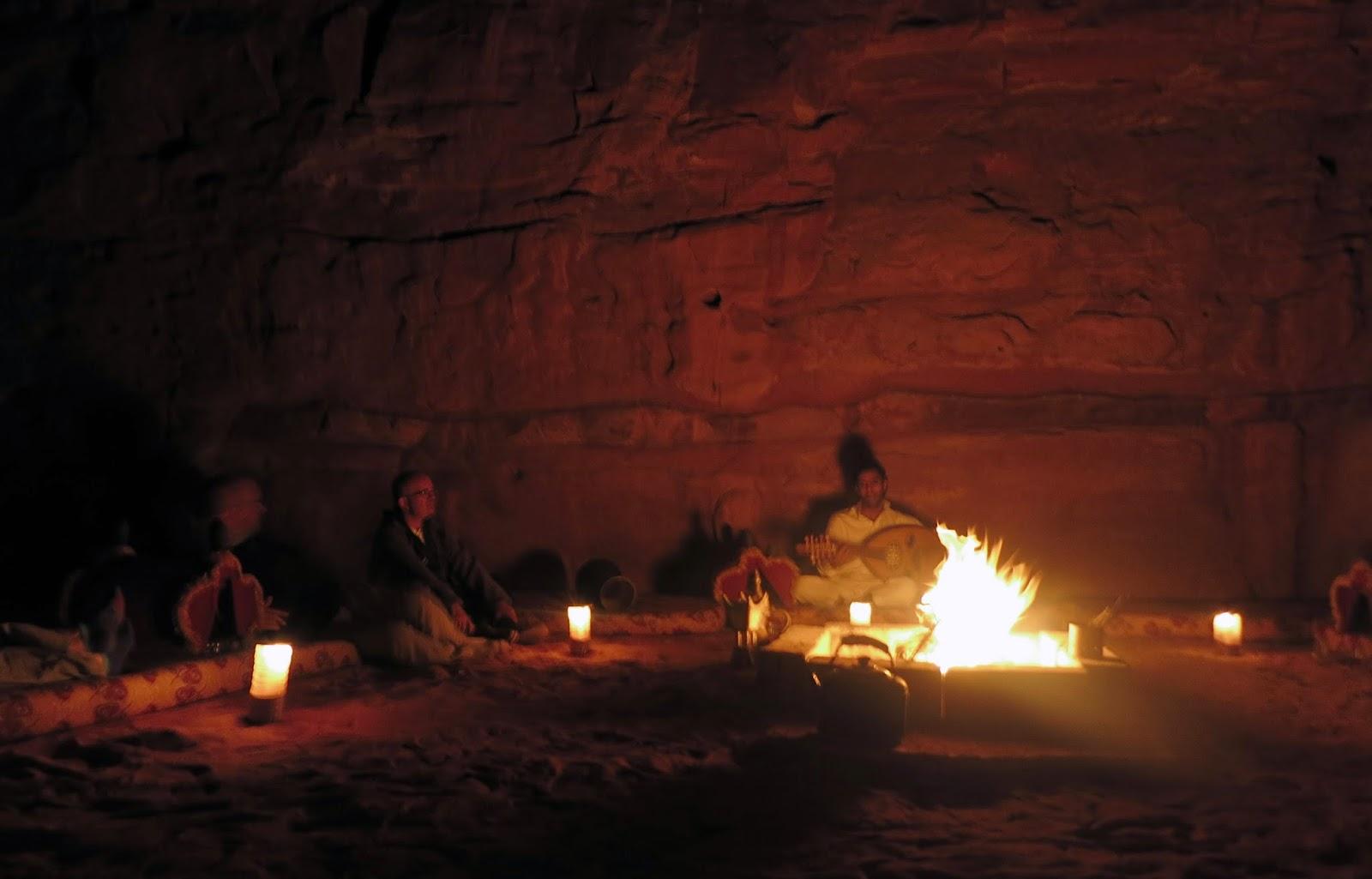 Wadi Rum, canciones tras cena en el campamento