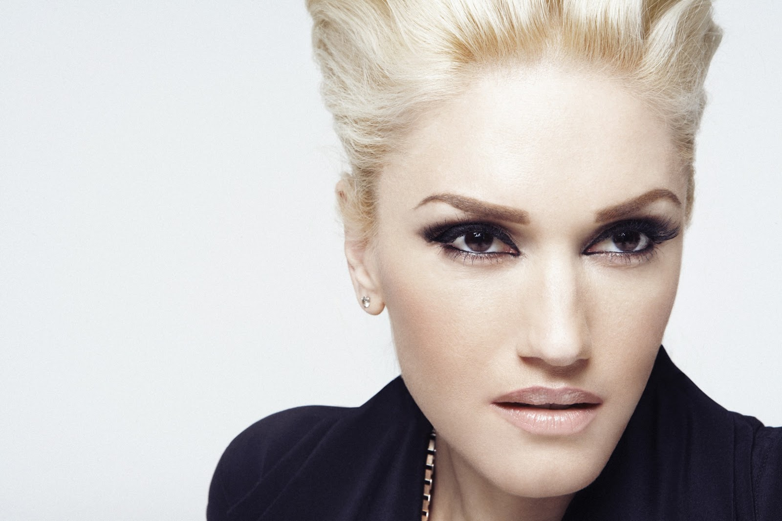 Gwen Stefani is a famous singer, at every appearance always looks ... Gwen Stefani
