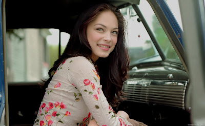 Kristin Kreuk Hollywood HD Wallpaper-21-1600x1200